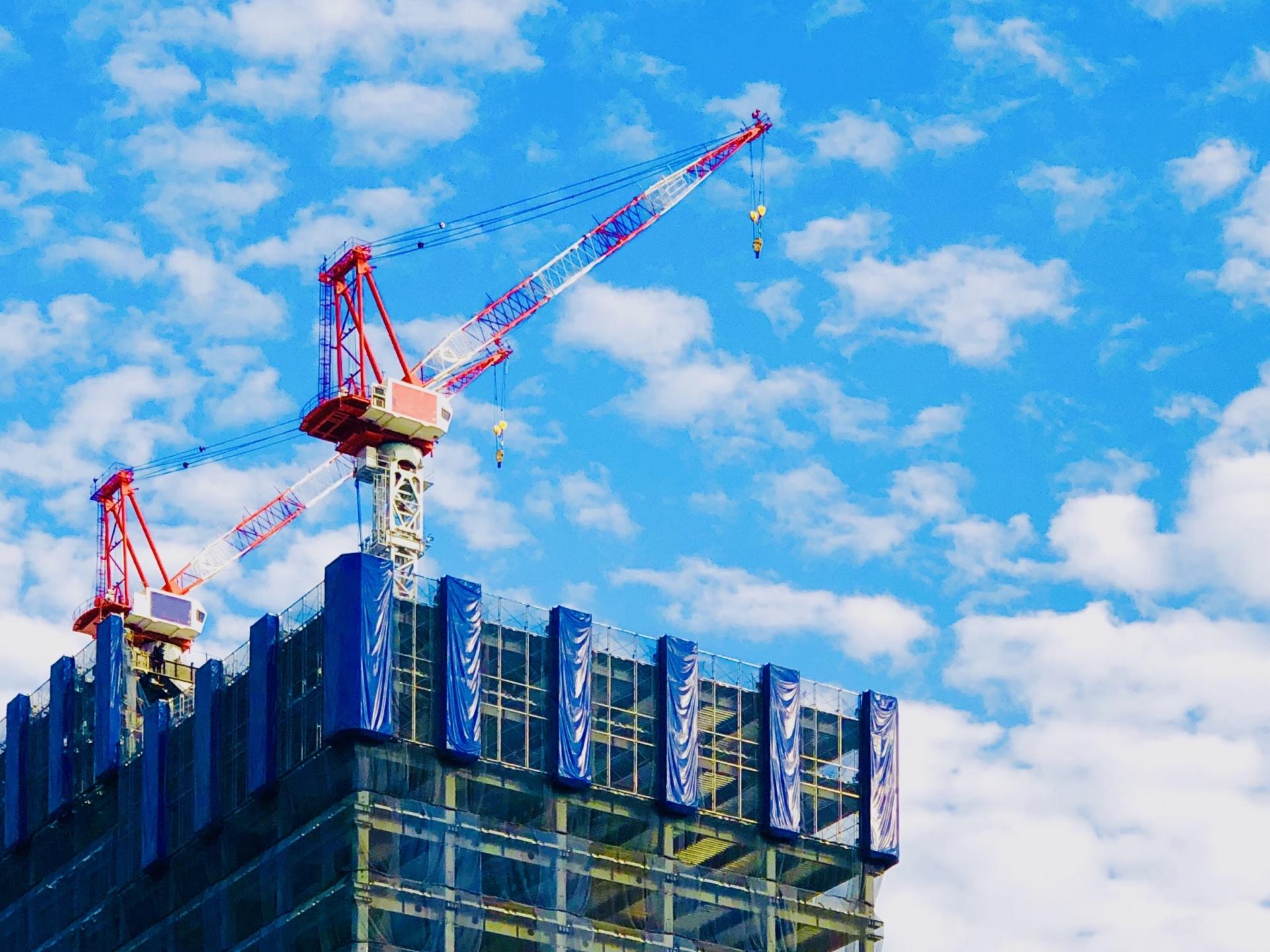 高層ビルの工事現場